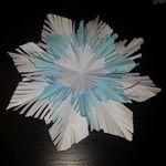 Գեղեցիկ փաթիլներ գրասենյակային թղթից